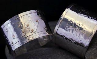 2 cuffs